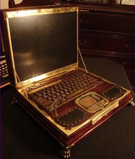 Eski zamanlardan yadigâr bir laptop