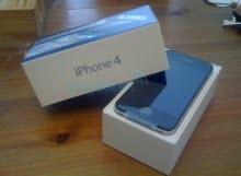 Hayranları iPhone 4'lerine kavuşuyor.