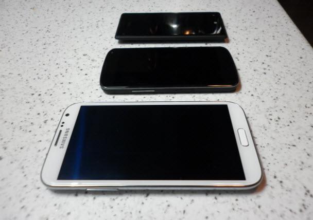 Note 2, Nexus 4 ve 8X yan yana...