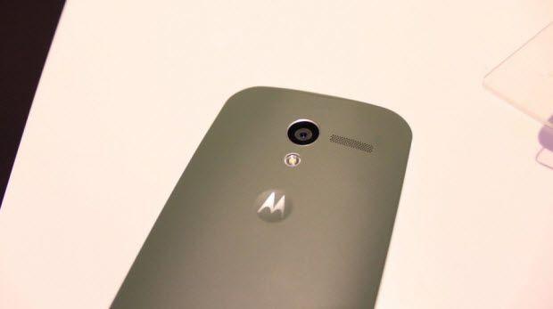 Samsung Galaxy S4 ve Motorola Moto X yan yana