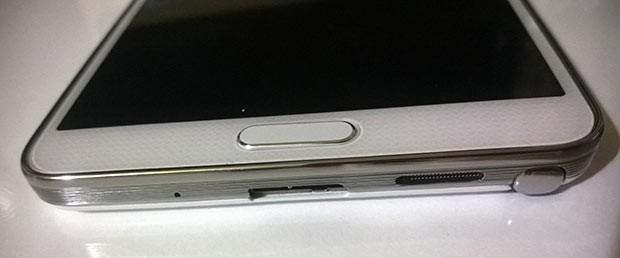 Solda Galaxy Note 2, sağda Galaxy Note 3