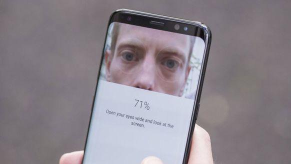 Galaxy S8'in İris Tarayıcısını Hack'lediler!