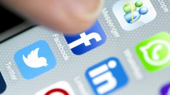 Facebook, LinkedIn'i takip ediyor