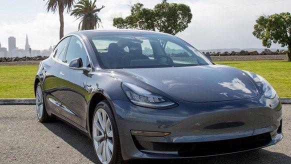 """Tesla'dan """"ani hızlanma"""" açıklaması"""