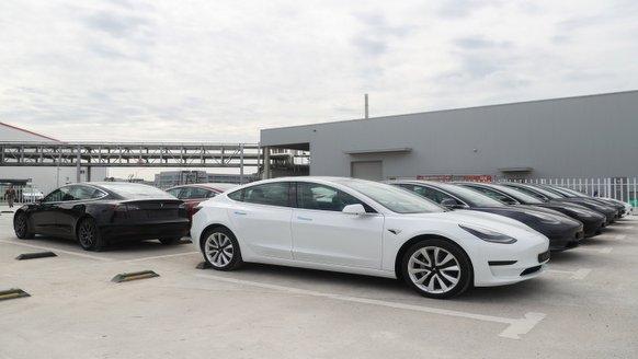 """Tesla yeni """"hırsızı"""" çabuk yakaladı"""