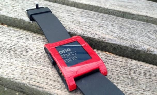 Çok konuşulan akıllı saat Pebble testte!