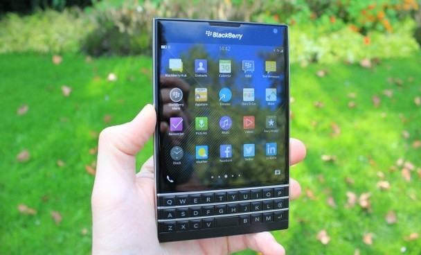 Kare ekranlı BlackBerry Passport testte!