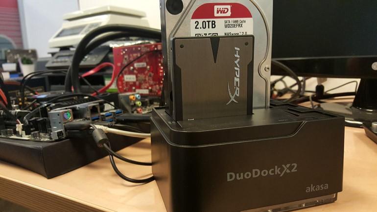 Akasa DuoDock X2 masamızda