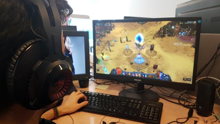 Oyunculara özel kulaklığı inceliyoruz