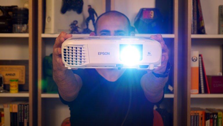 18 Yıl Ömürlü Projektör: Epson EH-TW740 İncelemesi