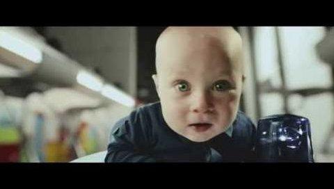 Bebek Elektrikli Süpürgeye karşı...