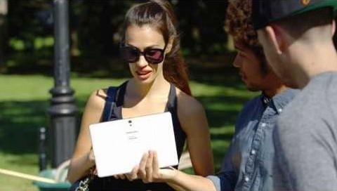 Samsung'tan iPad Air'e saldıran reklam!