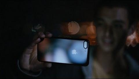 Apple'dan yeni iPhone 7 reklamı: Midnight