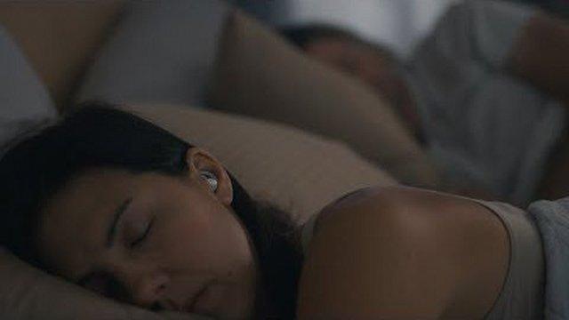 """Bose, """"Uyku"""" Kulaklığını Test Ediyor"""