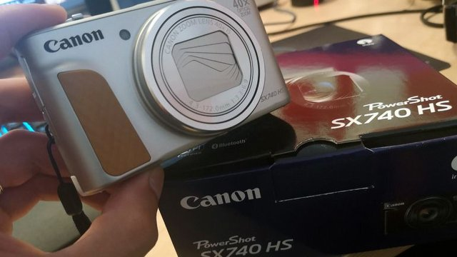 Canon PowerShot SX740 HS Kutusundan Çıkıyor