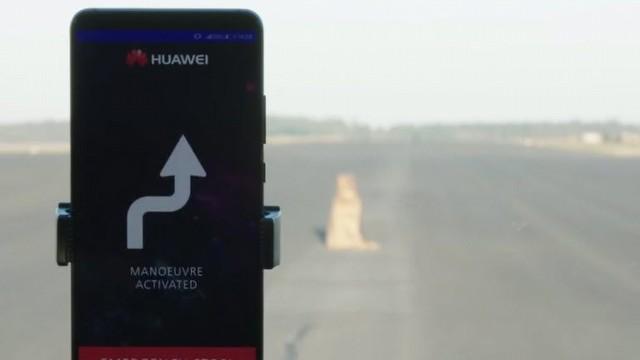 """Huawei, Bir Porsche'yi Telefonla """"Otonom"""" Yaptı"""