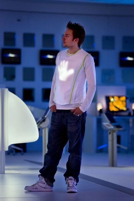 20080316000412 - Light-Emitting �le Giysileriniz �enlenecek